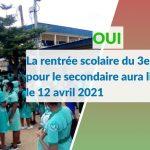 Douala, le 10 mars 2021. Des élèves du lycée bilingue de Deido devant le portail. Crédit photo: Mathias Mouendé Ngamo